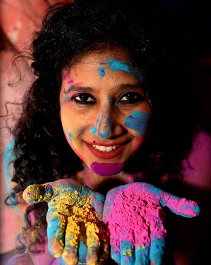 Painter Sandhya Vaish Celebrated The Festival Of Colours HOLI This Year By Staying  Indoors